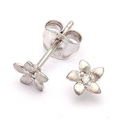 Ørestikker i sølv med diamant